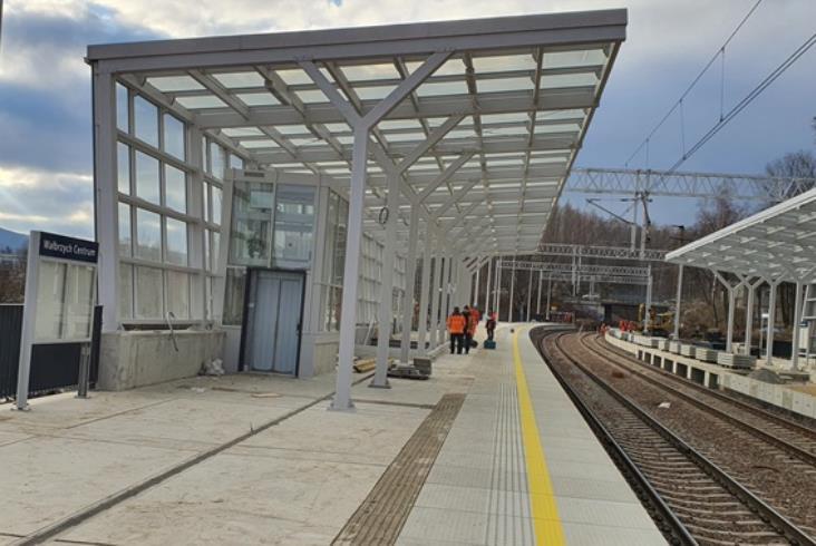 Działa nowy przystanek kolejowy Wałbrzych Centrum [zdjęcia]