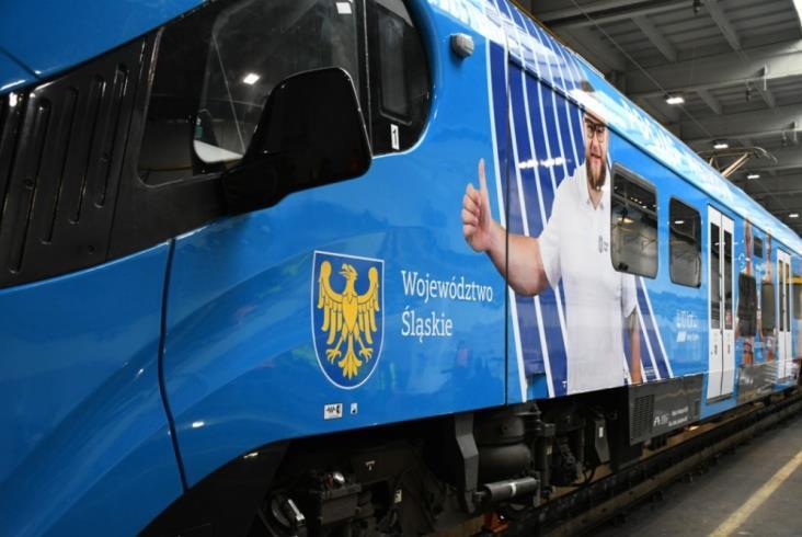 Śląskie okleiło kolejny pociąg. Tym razem mistrzowie sportu