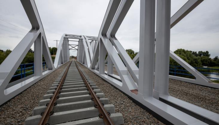 Wstrzymane dofinansowanie do linii radomskiej? PKP PLK i CUPT wyjaśniają