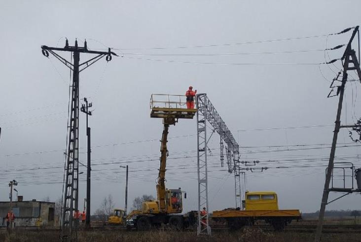 Ocice – Rzeszów: Sieć trakcyjna rozwieszona, przygotowania ostatniej fazy elektryfikacji