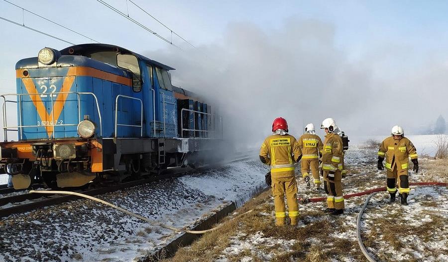 Między Jarocinem a Pleszewem spłonęła lokomotywa [zdjęcia]