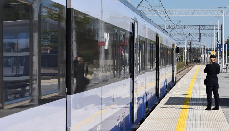 Oblodzona sieć trakcyjna zatrzymała pociągi na Mazurach i w północnej Wielkopolsce