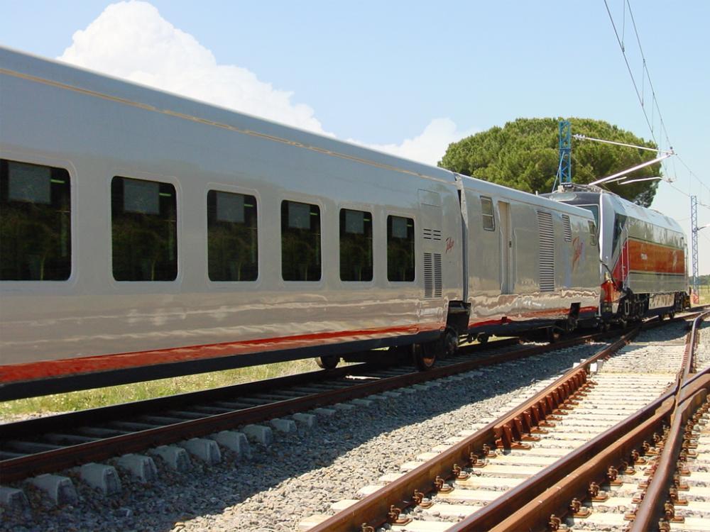 Talgo opracuje pociąg na wodór dla różnego rozstawu torów
