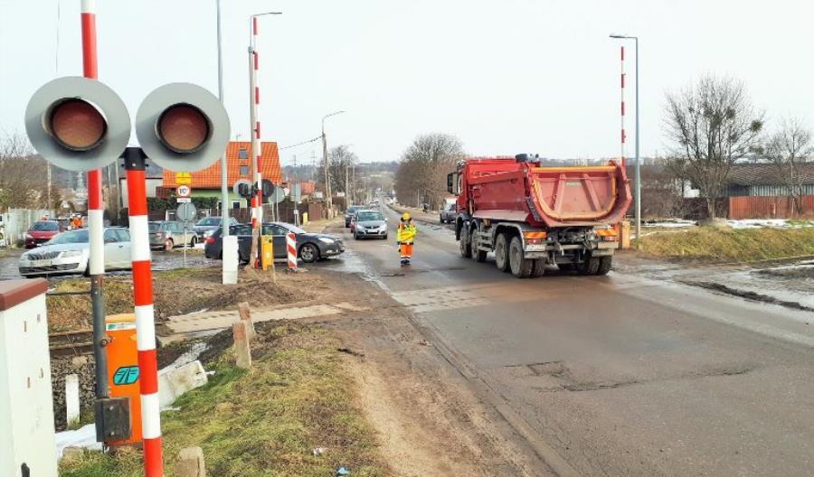 Dwa bezkolizyjne skrzyżowania powstaną w Gdyni i Celestynowie. Program realizuje PLK
