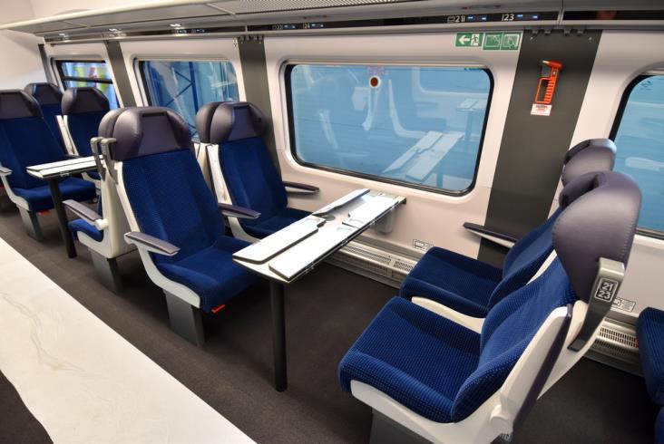 """Pierwsze ED74 dla PKP Intercity gotowe. Zobacz, jak wyglądają """"Edyty"""" po modernizacji [zdjęcia]"""