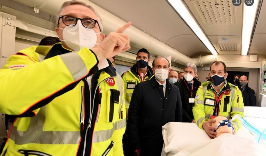 Włosi zbudowali pociąg-szpital do walki z koronawirusem [film]