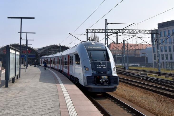 Pesa pokazała we Wrocławiu Elfa 2, który miał trafić do SKM Warszawa