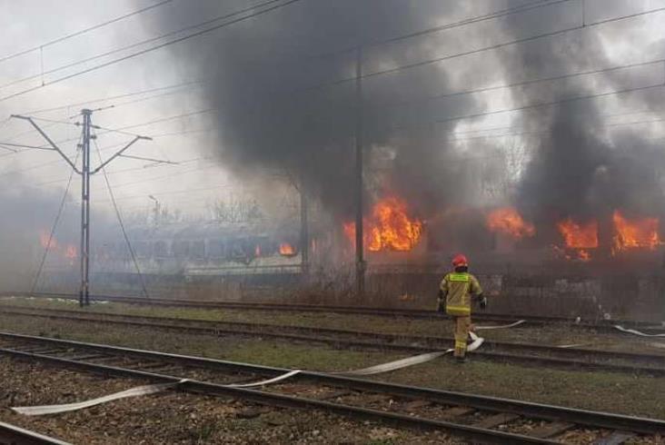 Kolejny pożar na kolei. Tym razem płonęły wagony PKP Intercity [zdjęcia]
