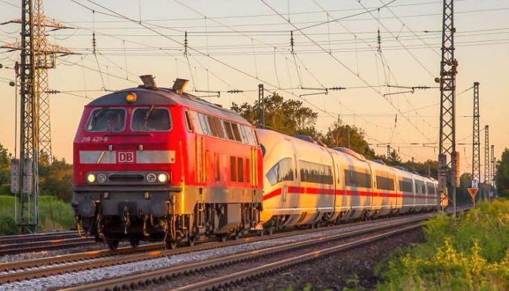 Deutsche Bahn chce na własną rękę szczepić kolejarzy