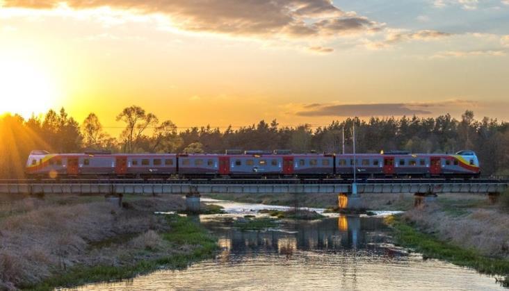 Znacząco spadła punktualność pociągów. Powodem modernizacja torów