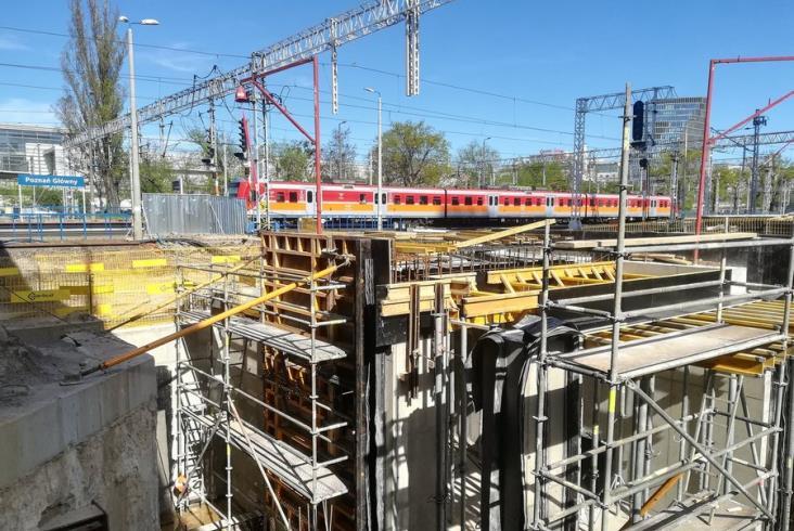 Poznań Główny. Jak postępuje budowa nowego tunelu i peronu?