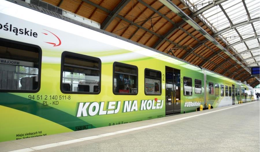 Specjalnie oklejony pociąg Kolei Dolnośląskich promuje Europejski Rok Kolei
