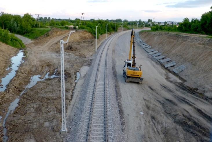 Jest już tor na całym odcinku linii 8 z Warszawy do Radomia [zdjęcia]