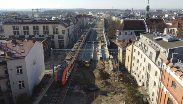 PLK podsumowuje weekendowe opóźnienia na kolei