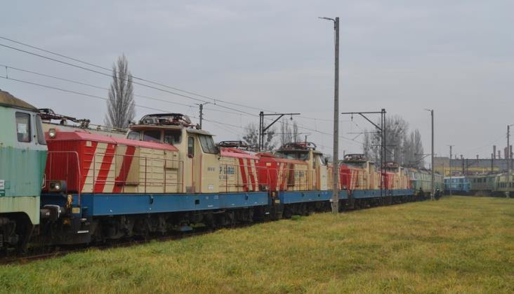 Elektryczne lokomotywy manewrowe EM10 poszły do kasacji