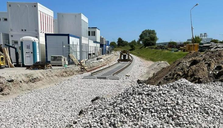 Ruszyła odbudowa rozebranej bocznicy do zakładu ArcellorMittal w Gdańsku Kokoszkach