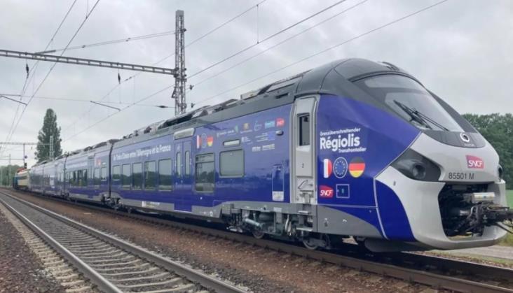 Dwusystemowy i dieslowski zespół trakcyjny Alstomu dla SNCF już na testach