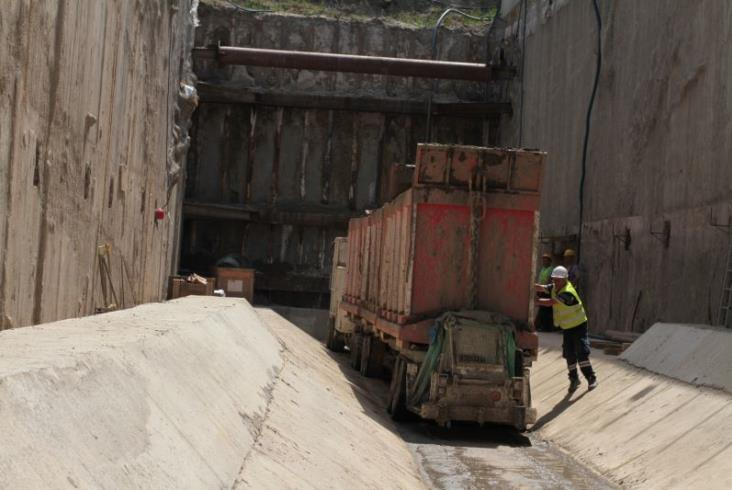 Łódzki tunel średnicowy gotowy w 2023 roku? Powstaje pierwsza nitka [zdjęcia]