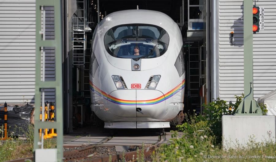 Tęczowy pociąg ICE na torach [zdjęcia]
