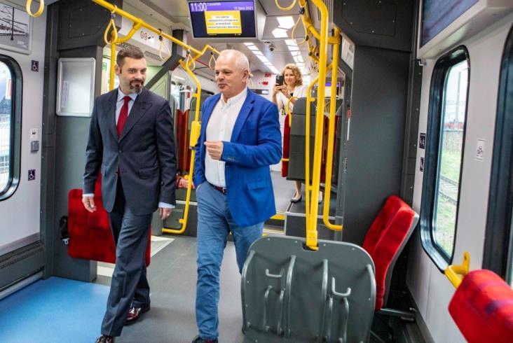 Pierwszy Impuls 2 dla SKM Warszawa gotowy [ZOBACZ WNĘTRZA]