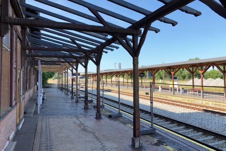 Trwa renowacja historycznych wiat na stacji w Strzegomiu