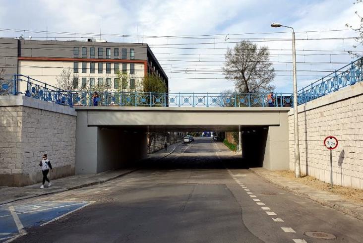 Kraków. Historyczne detale na linii średnicowej