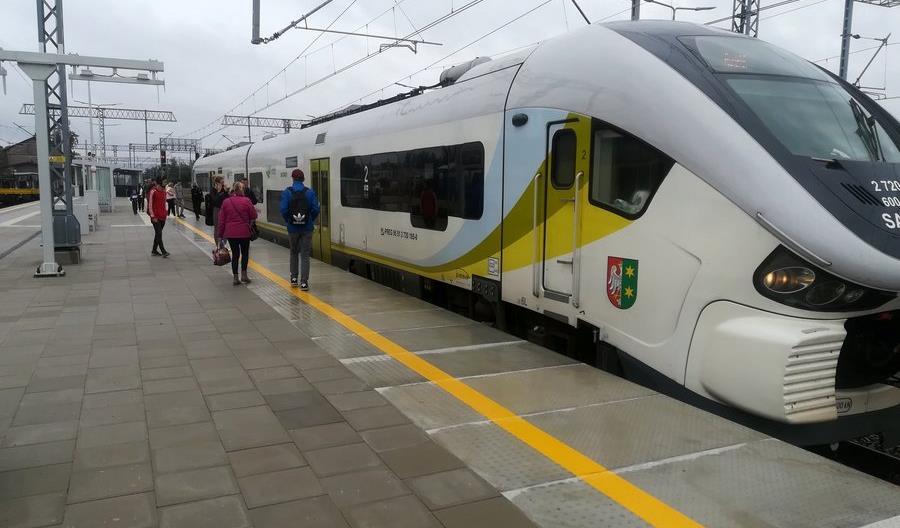 Nowe perony na stacji Rokietnica. Jak idzie modernizacja linii Poznań - Szczecin?