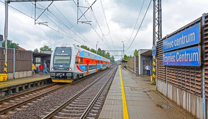 Polskie zapowiedzi na czeskich stacjach i przystankach