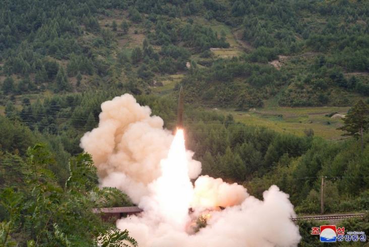 Korea Północna testuje pociski wystrzeliwane z pociągów [zdjęcia, film]