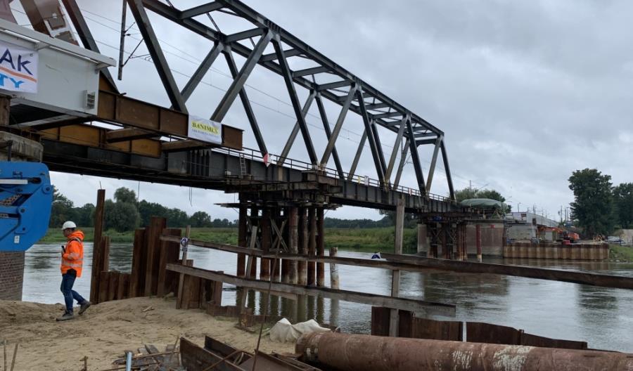 Powstaje nowy most na Nadodrzance w Nietkowicach [zdjęcia]