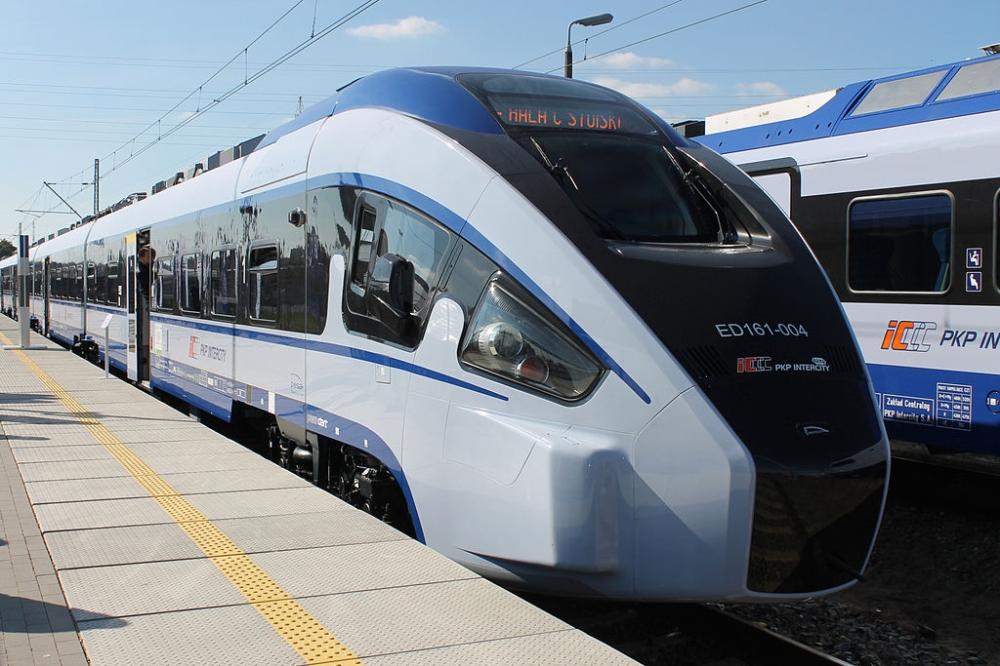Adamczyk: Rząd znacznie wyprzedził Unię we wspieraniu ekologicznej kolei