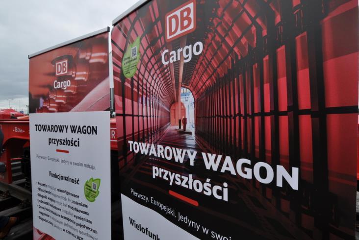 Nowy wagon towarowy DB Cargo Polska. Może zmieniać długość, przewiezie niemal wszystko