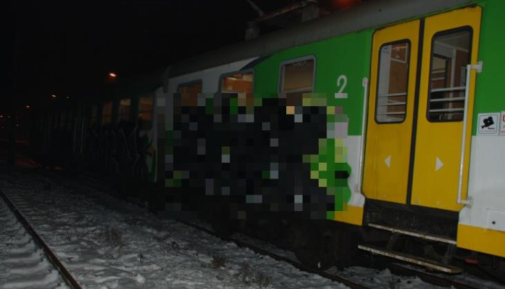 Złapali grafficiarzy. Do 5 lat za zniszczenie pociągu KM