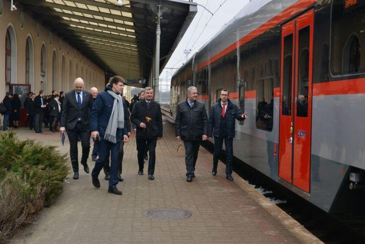 Pesa dostarczyła na Litwę spalinowy zespół trakcyjny 730ML [zdjęcia]