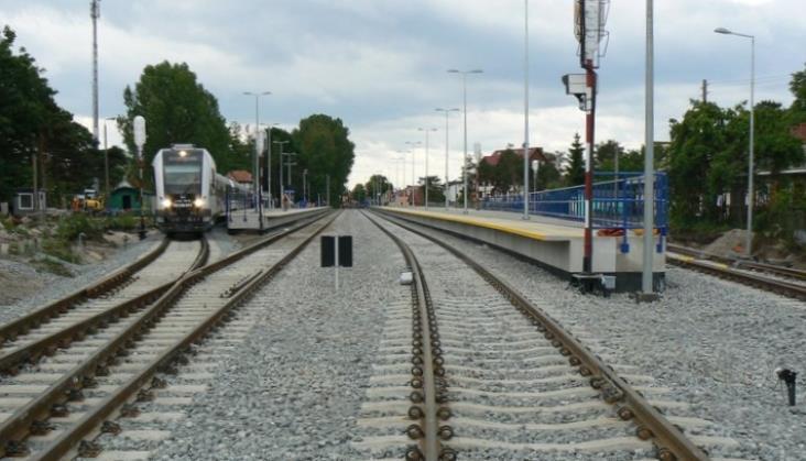 Autobusy zamiast pociągów na Hel. Pojadą obok zmodernizowanej linii kolejowej