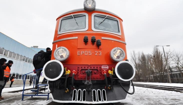 Historyczna lokomotywa EP05 na testach [film]