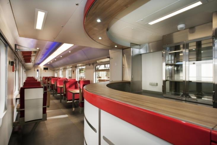 PKP Intercity ma już dziesięć odnowionych wagonów restauracyjnych [zdjęcia]