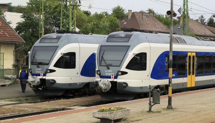 Węgrzy zamawiają kolejne pociągi Stadlera
