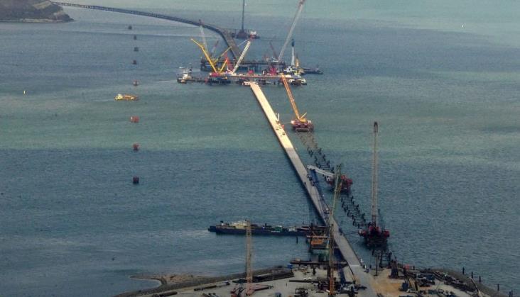 Budowa mostu łączącego Krym z Rosją napotyka problemy