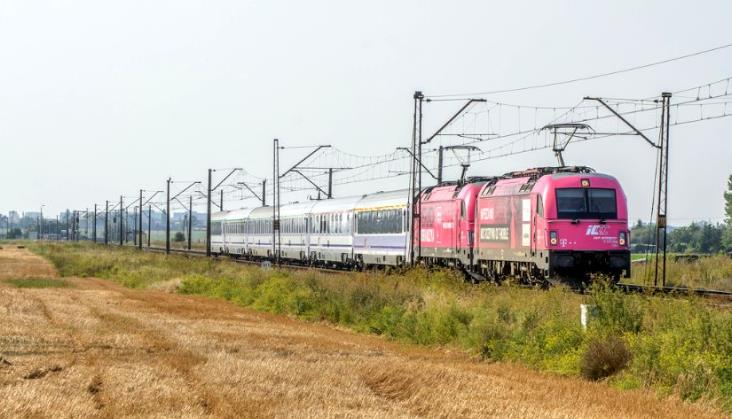 UTK: Przewozy pasażerskie przekroczą w tym roku próg 300 milionów osób