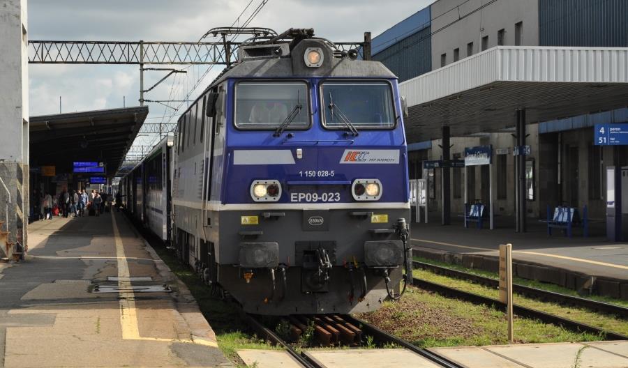 Nieco szybciej pociągiem między Warszawą a Poznaniem