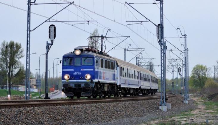 Postępowanie PKP IC na 76 napraw lokomotyw w połowie unieważnione