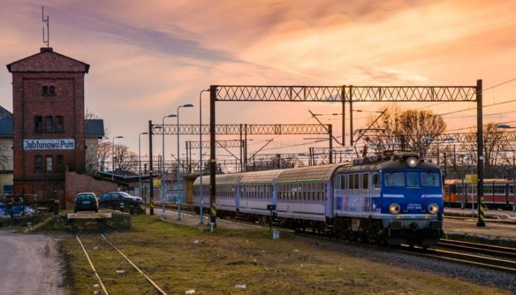 Liczba pasażerów kolei spadła, ale przewozy towarowe dalej rosną