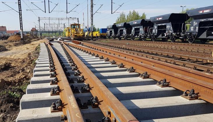 Majewski: Liczne remonty na kolei pogarszają ofertę. Widać to w statystykach
