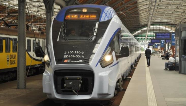 """Pociąg IC""""widmo"""" z Legnicy. Nie jeździ od tygodnia, lecz można kupić na niego bilet"""