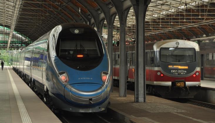 Kolej przegrywa walkę o nowego pasażera między Warszawą a Wrocławiem