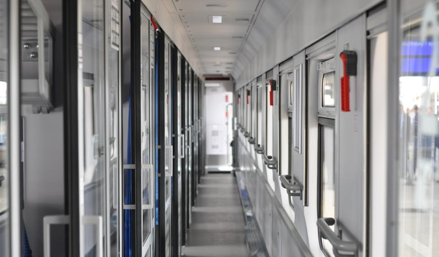 PKP Intercity zaprezentowało zmodernizowany przez Pesę wagon 141A [zdjęcia]