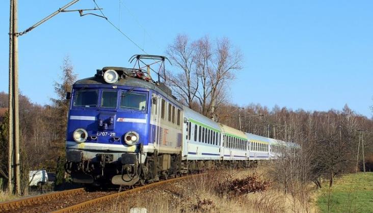 Śląskie: Kradzież 350 metrów sieci trakcyjnej utrudniła ruch pociągów