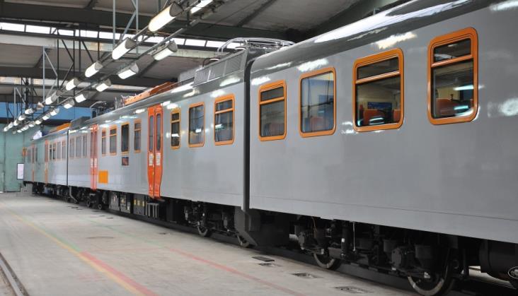 Przewozy Regionalne kupiły z FPS osiem zmodernizowanych EN57 Feniks
