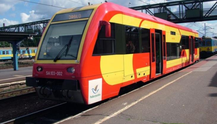 Komunikacja zastępcza za część pociągów do Sanoka. Przyczyną awarie taboru